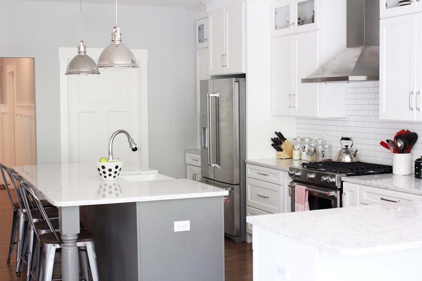 Home Tour: Kitchen · The Girl in the Red Shoes