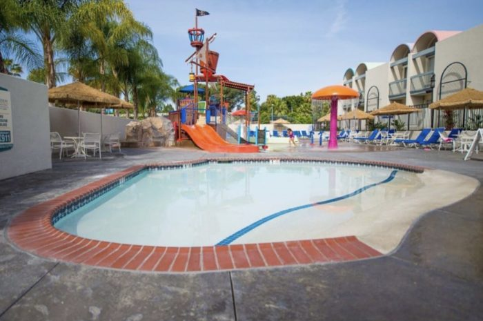 4 Reasons You Should Stay at the Howard Johnson When Visiting Disneyland