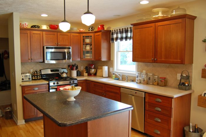 Kitchen Cabinet Makeover: Before and After