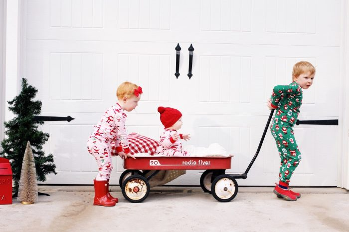 10 Simple Christmas Traditions to Start with Kids